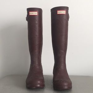 HUNTER Burgundy Textured Knee Hugh Boots - Size 5